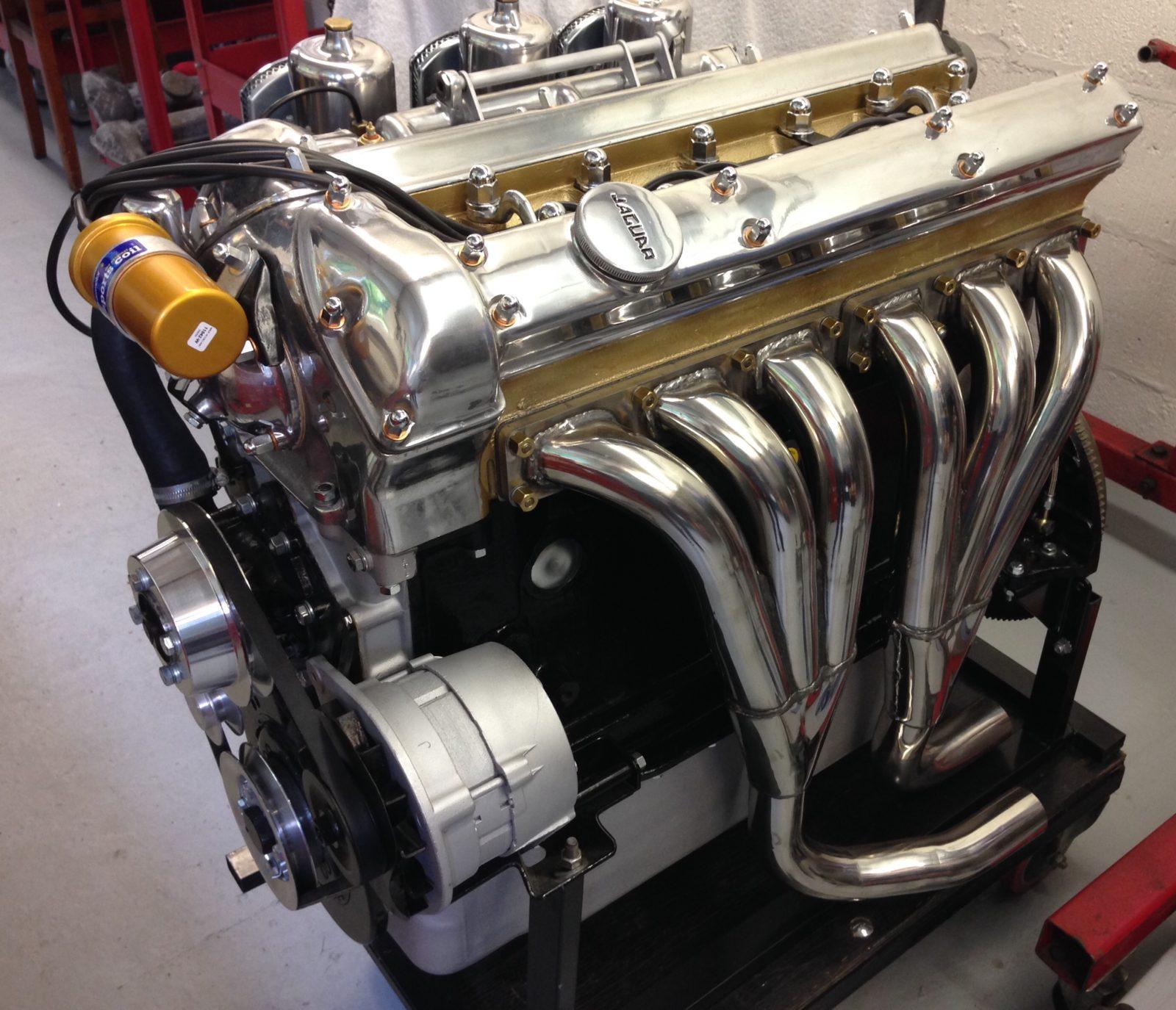 Side View Jaguar E-Type Engine